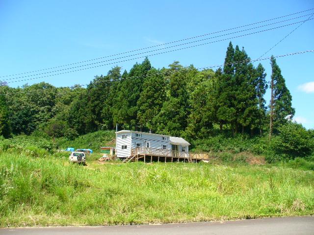 トレーラハウスの付いた大草原