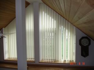 TOSO 傾斜窓バーチカルブラインド(縦型ブラインド) デュアルスロープ1