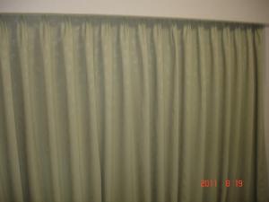 小さなリーフ柄の遮光カーテン