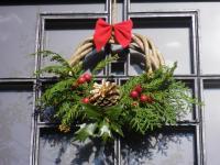 玄関先のクリスマスリース