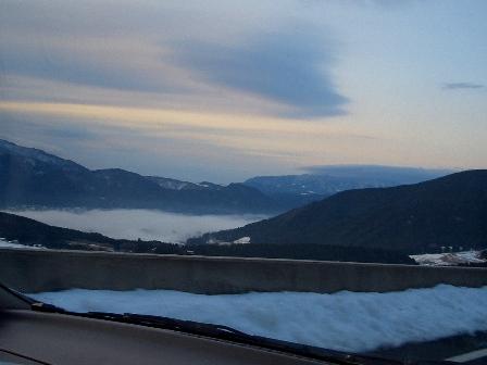 高速から湯布院の朝霧CIMG0024