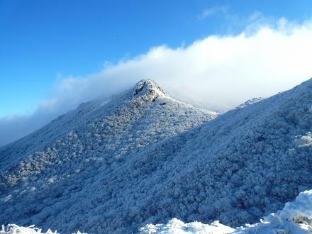 13 登山道から見える星生山への尾根 (440x330) (2)