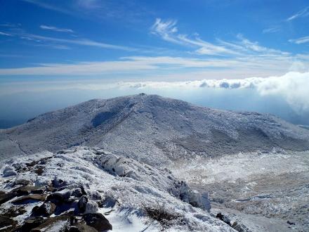 51 中岳山頂から稲星山 (440x330)