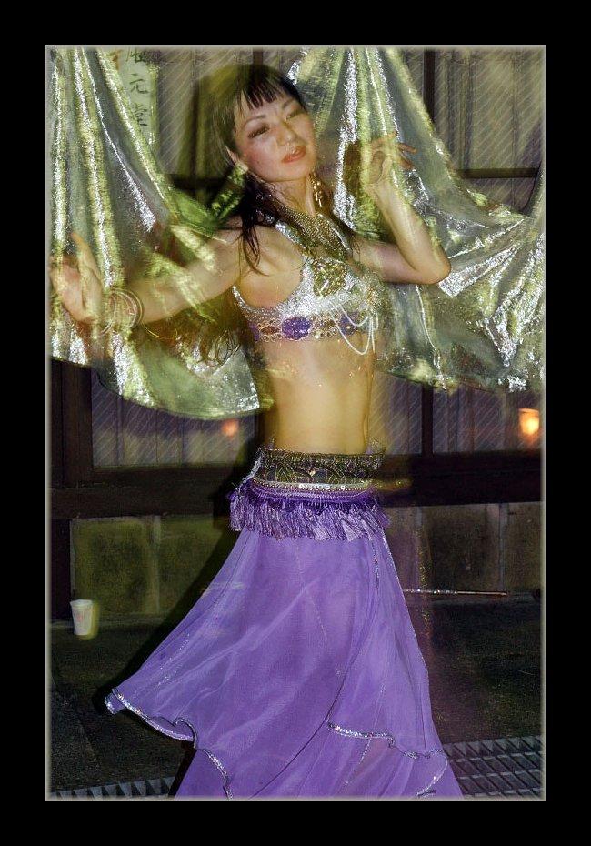ベリーダンスの女