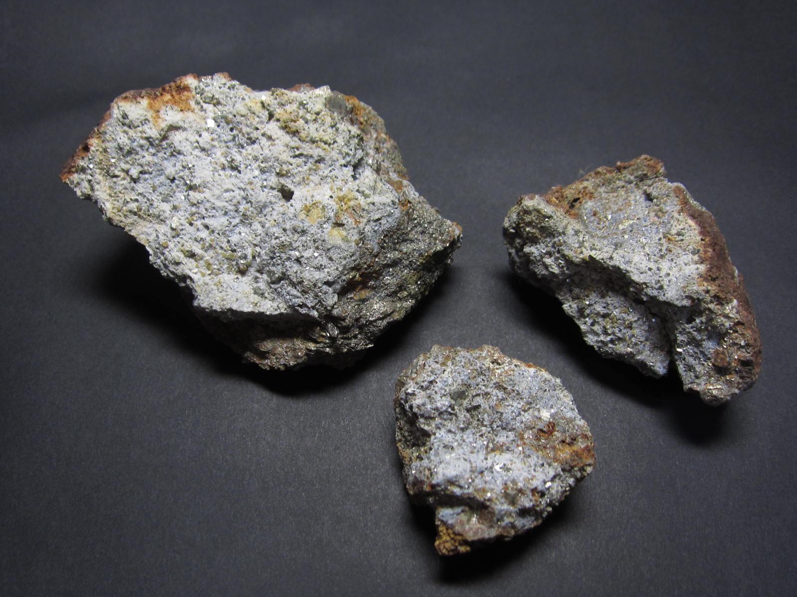 秩父鉱山のミメット鉱1