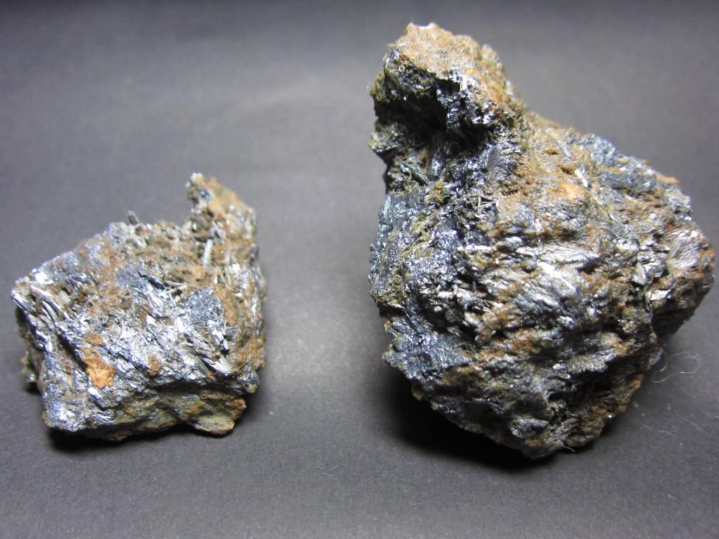 秩父鉱山六助の輝安鉱1