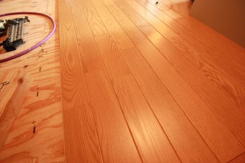 床貼り01