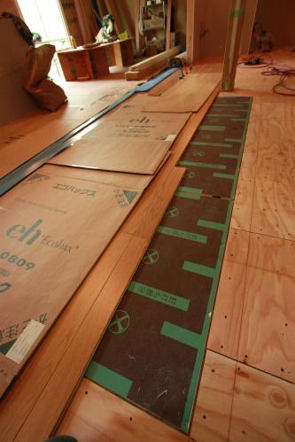 床貼り03