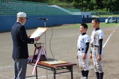 16.賞状・優勝杯授与