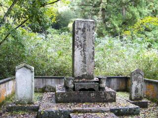小出英安の墓