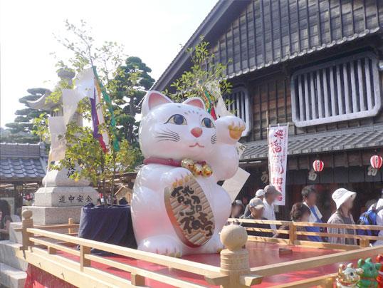 おかげ横丁_招き猫大.jpg