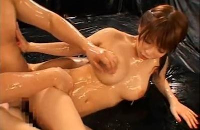 ローションまみれの女2