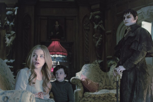 chloe-moretz-johnny-depp-dark-shadows-600x400.jpg