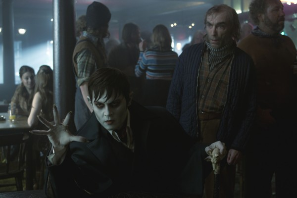johnny-depp-jackie-earle-haley-dark-shadows-600x400.jpg
