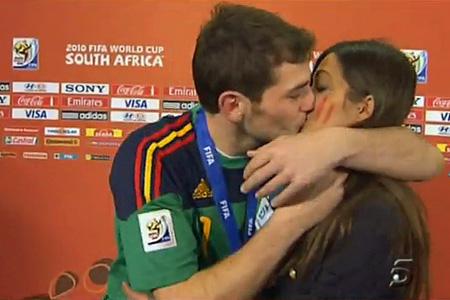 Iker Kissing Sara
