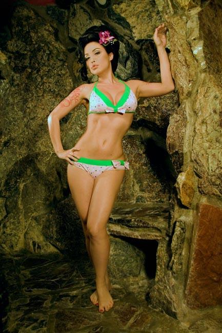 two-piece-pin-up-bikini-glam-girl-rockabilly.jpg