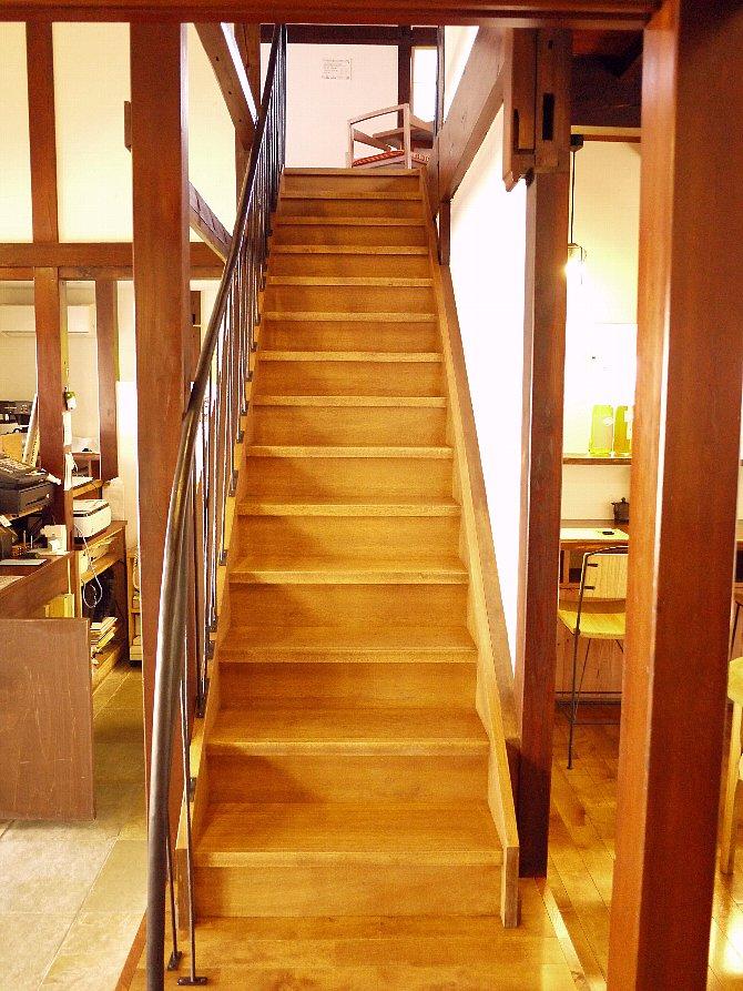 階段を昇って