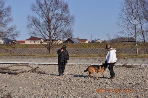 DSC_0403_ 父母と樹理河川敷