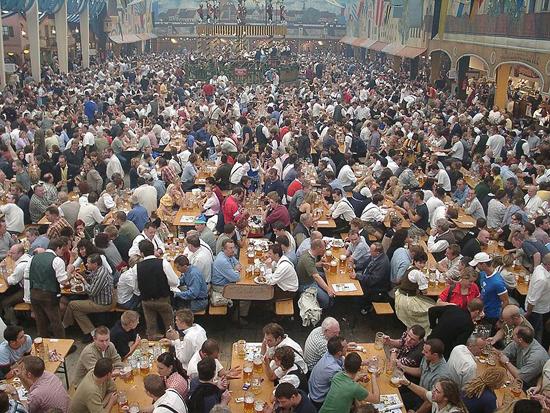 800px-Oktoberfest_bierzelt.jpg