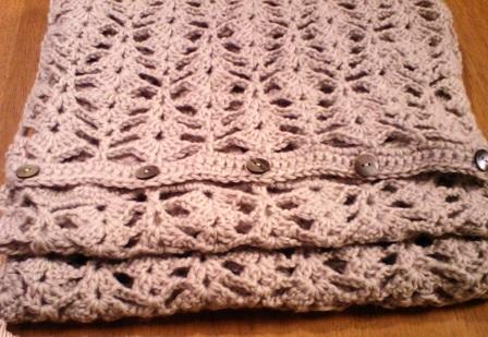 ボタン付き透かし編みストール*