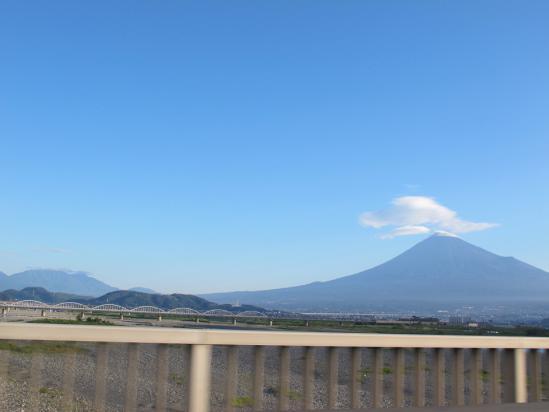 富士山とつるし雲と大井川