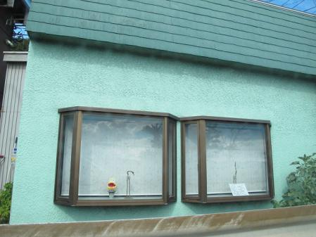 窓に映る夏