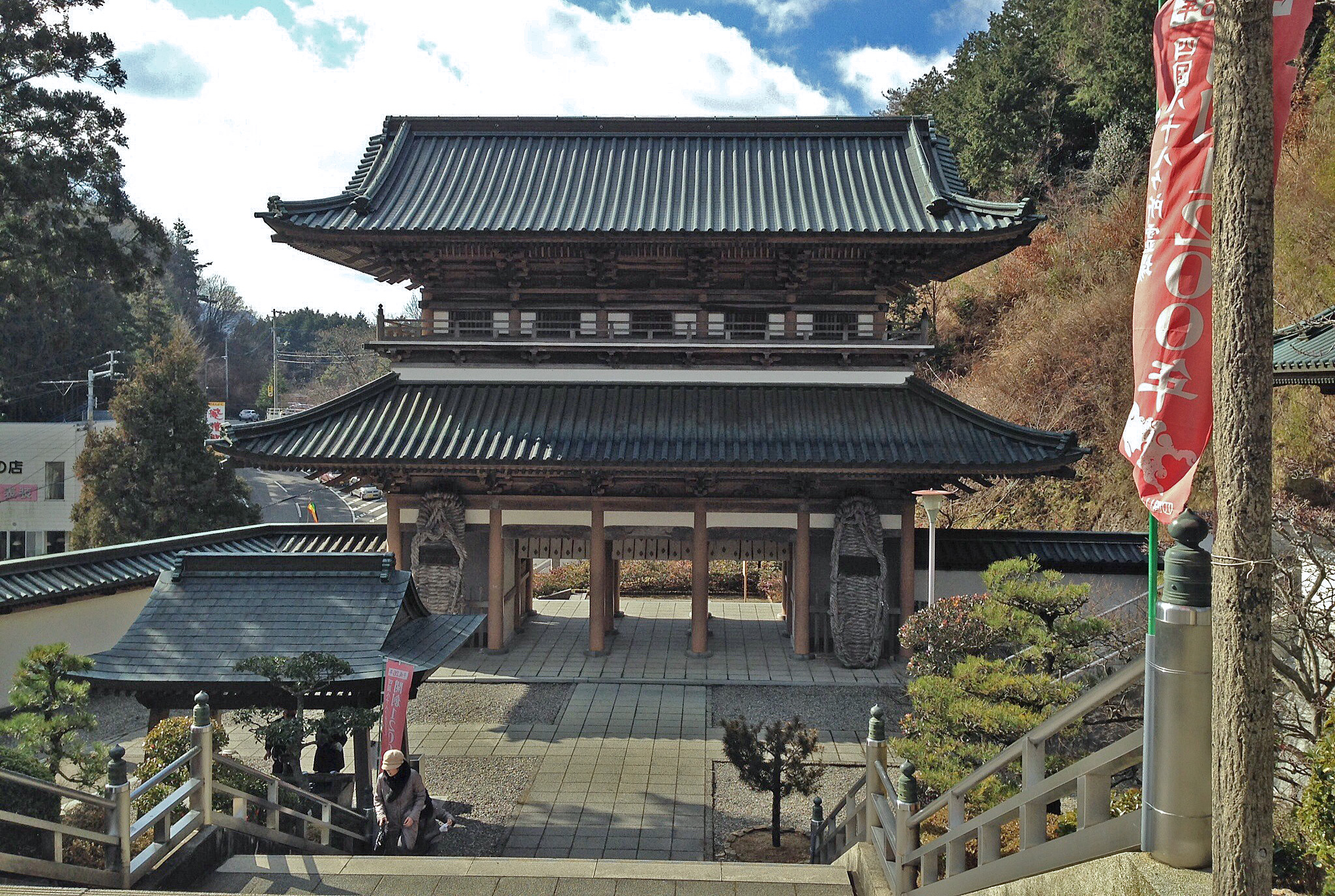 大窪寺の門