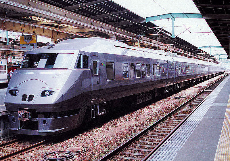 wiki 水戸岡800px-JRkyusyu_787_tsubame_9cars_kumoro