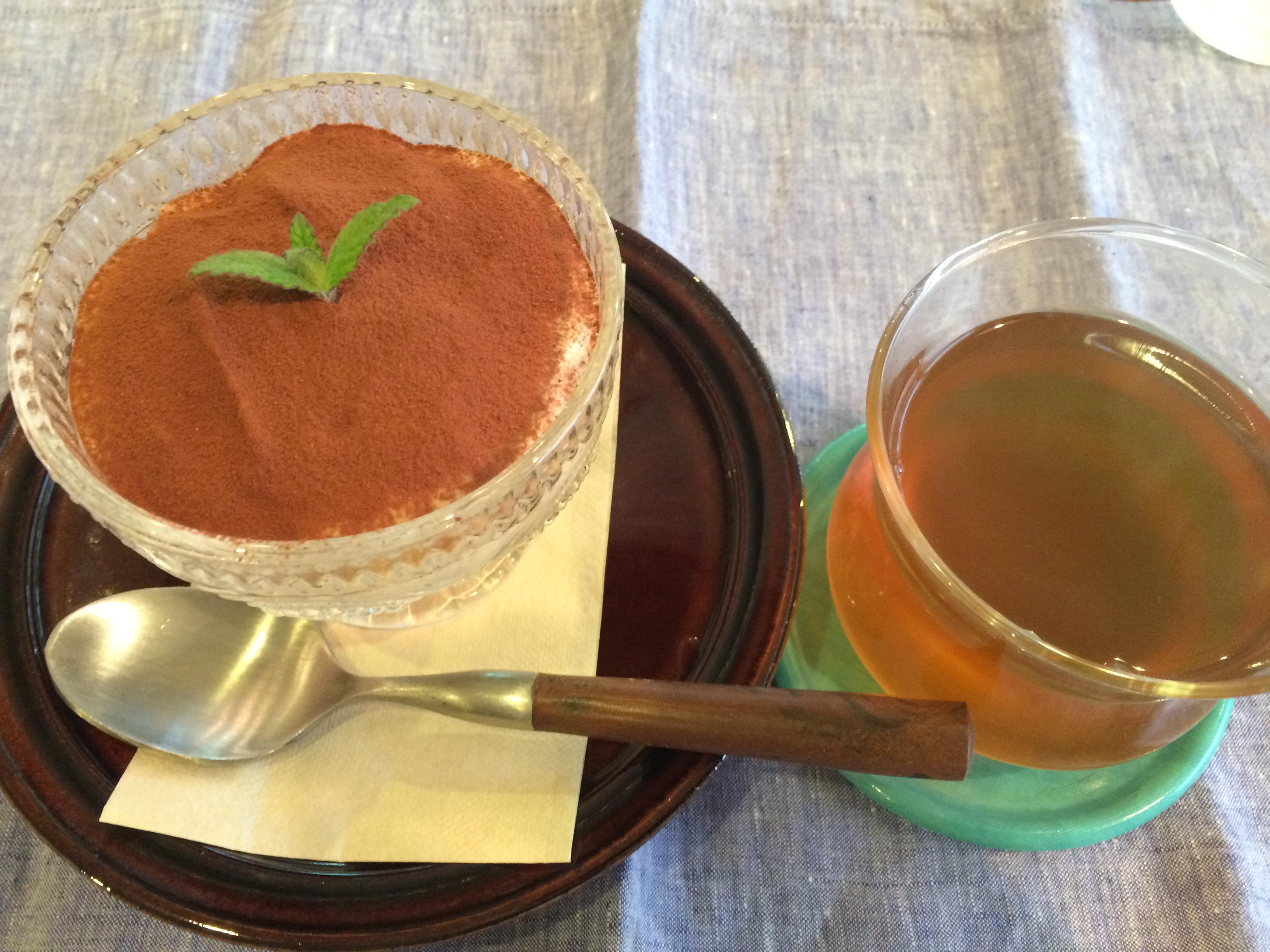 The PINK WEED cafe ティラミスとジンジャーレモングラスティー