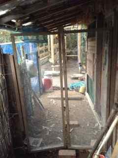11:11・鶏小屋前のドア2