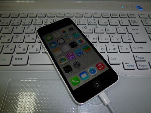 iPhone 5c(充電中)