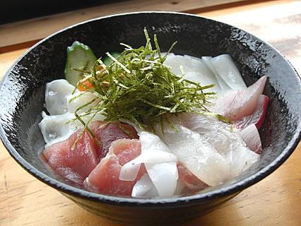 食事処 地魚屋 たきわ 地魚丼(800円)