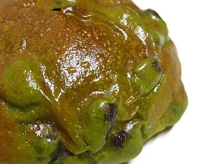気ままなパン屋 窯蔵 抹茶豆ぱん 表面