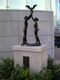 JR新横浜駅 ふれあいの像