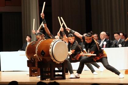 文教女子高校和太鼓部による演奏