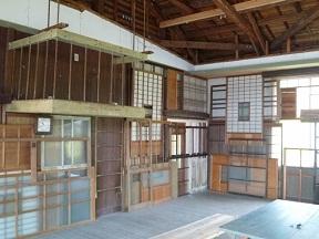 これ全部解体した古民家の戸や扉です