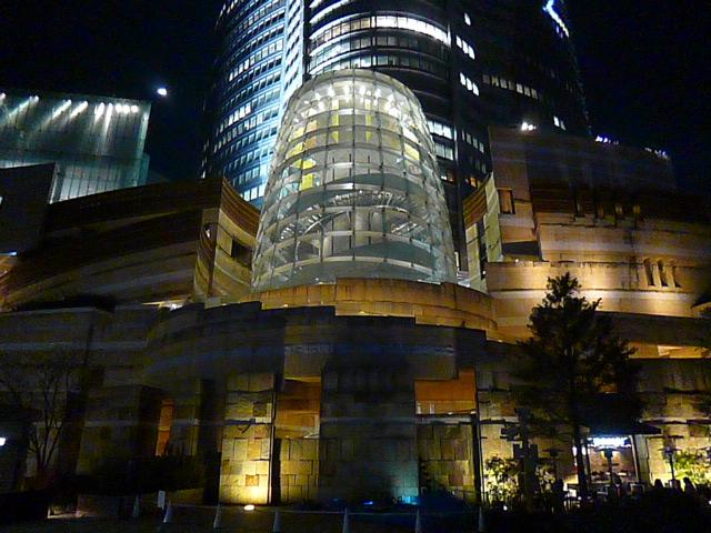 夜のミュージアムコーンです