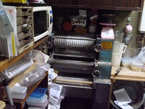 製麺機がありました 手打ちですね