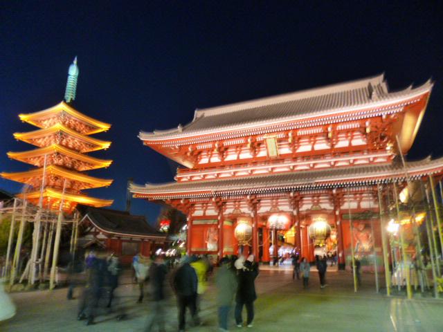 ライトアップされた浅草寺 CGっぽいですね