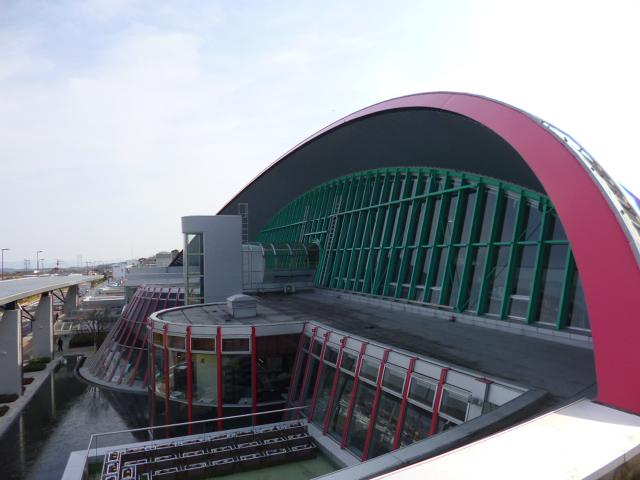 これが3階展望デッキからの空港ビル正面です
