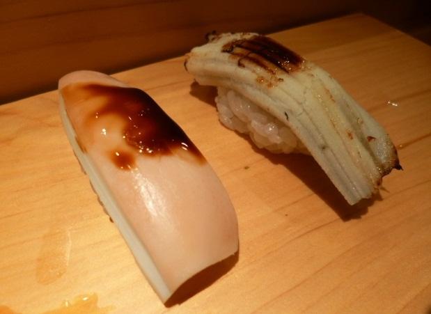 この白い煮穴子は美家古寿司独特の仕事です
