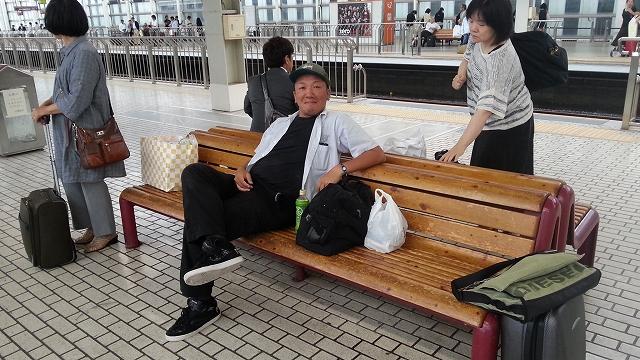 新幹線待ちのショウ君