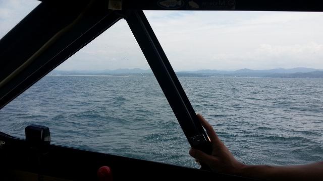 海上・・・・わりと波があります。