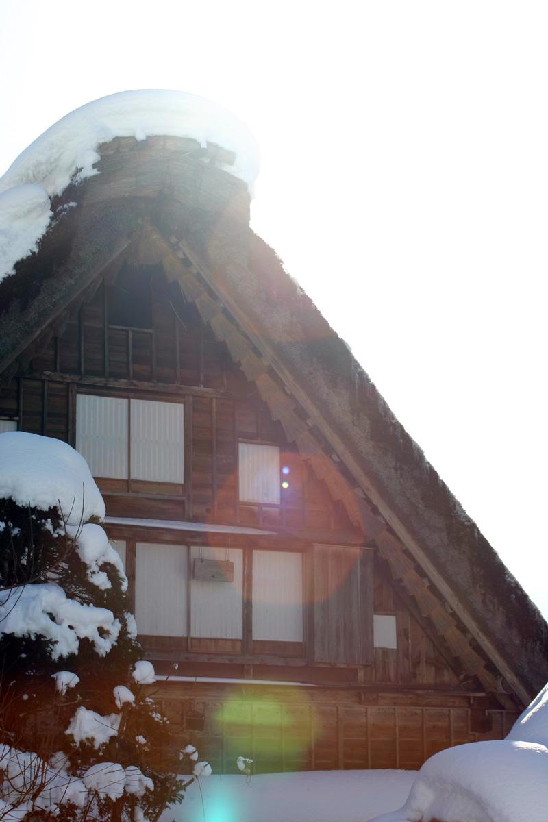 世界文化遺産の白川郷合掌造り集落は真っ白に雪化粧 ⑤