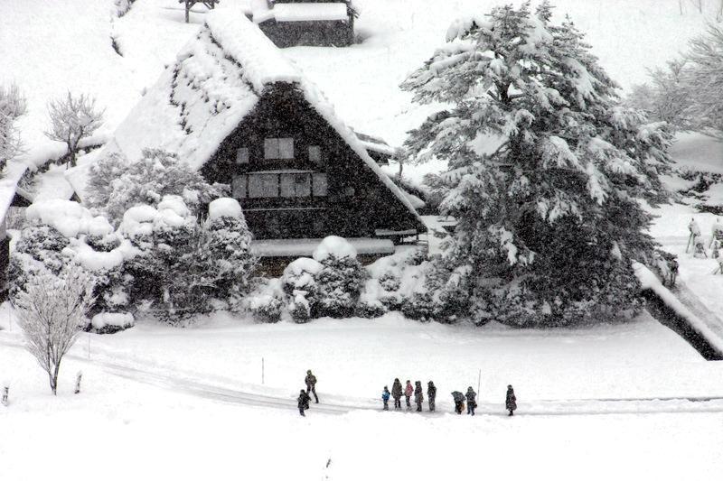 寒い冬こそ、雪国の温泉へ!雪見をしながらの露天風呂はまさしく日本の冬、最高の 贅沢
