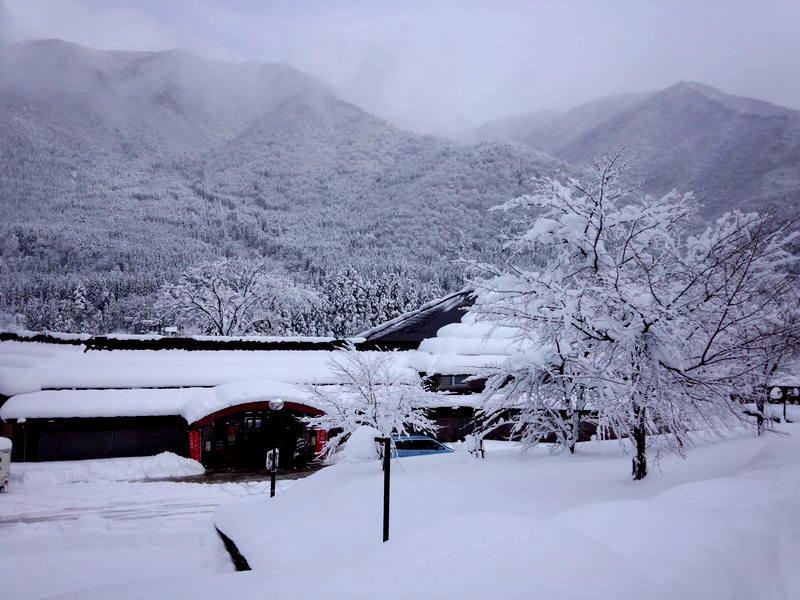 寒い冬こそ、雪国の温泉へ!雪見をしながらの露天風呂はまさしく日本の冬、最高の 贅沢  ③