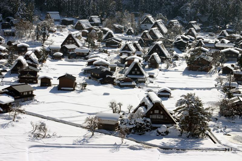 雪国ならではの視界すべてが真っ白に染まる銀世界を堪能!世界遺産 白川郷合掌集落 ③
