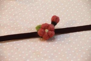 2月:羊毛フェルトで梅の帯留め
