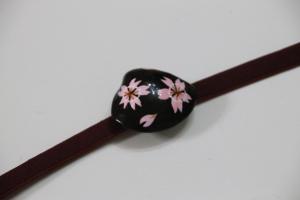 3月:はまぐりで桜の帯留め