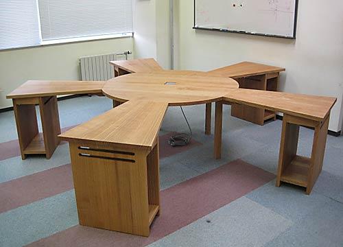無垢材のテーブル タモ材